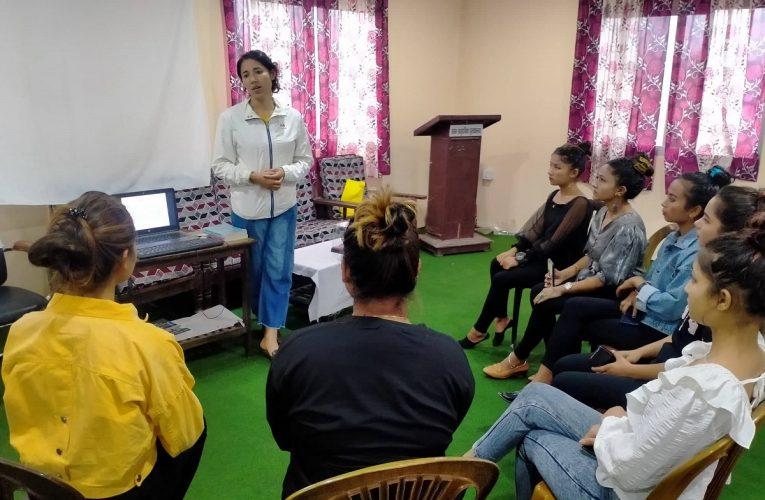 मिस उदयपुरका सहभागिलाई महिला अधिकार र कानून बारेमा प्रशिक्षण